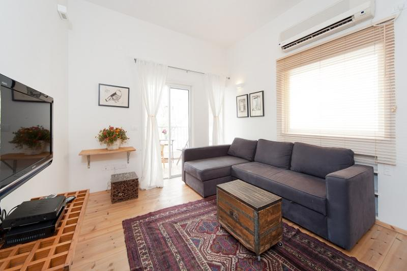 Gordon - Peaceful 1 Bedroom Apartment - Image 1 - Tel Aviv - rentals