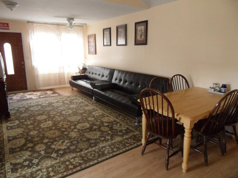 Studio with deck, near ocean (недалеко пляж)(32A) - Image 1 - Staten Island - rentals