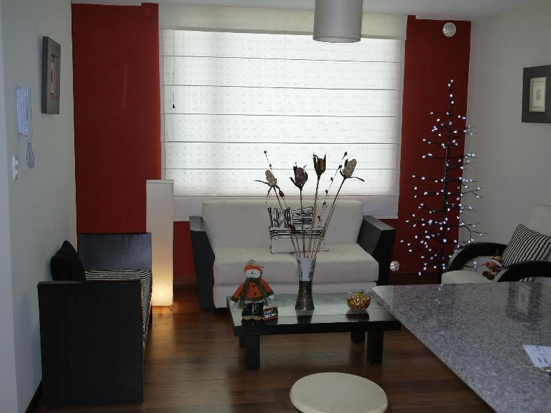 Upscale apartment conveniently located at a low pr - Image 1 - Quito - rentals