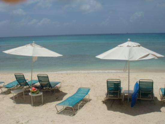 7 Mile Beach - Chairs & Umbrella provided - Condo on 7 Mile Beach - Great Location - Grand Cayman - rentals