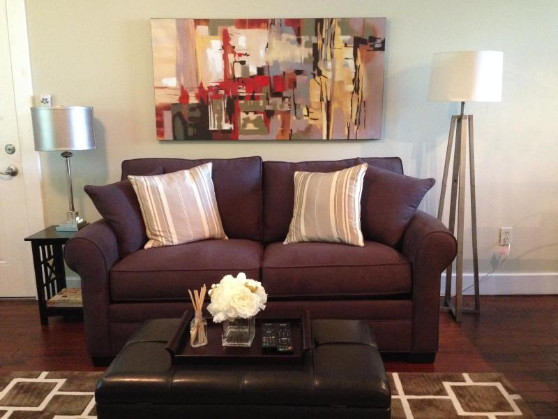 Living Room with Love Seat Sleeper & memory foam topper - Modern Apt Just 1.5 Miles from Alamo & Riverwalk! - San Antonio - rentals