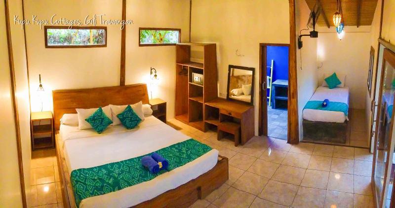 Kupu Kupu Deluxe /Family Room can comfortably accommodate a group of up to 5. - Kupu Kupu Deluxe/ Family Room, Gili Trawangan - Gili Trawangan - rentals