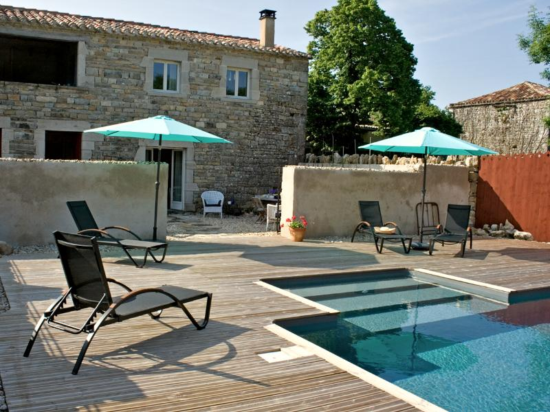 The cottage with rear terrace and pool deck - Chez Mackenzie Luxury Cottage & Pool in SW France - Penne - rentals