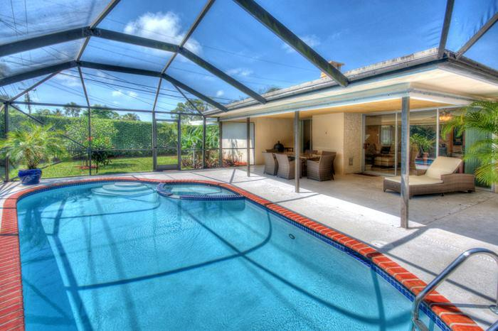 Screened-in heated Pool in the fenced back-yard. - Pool East Boca 3 Miles to the Beach & Free WI-FI - Boca Raton - rentals