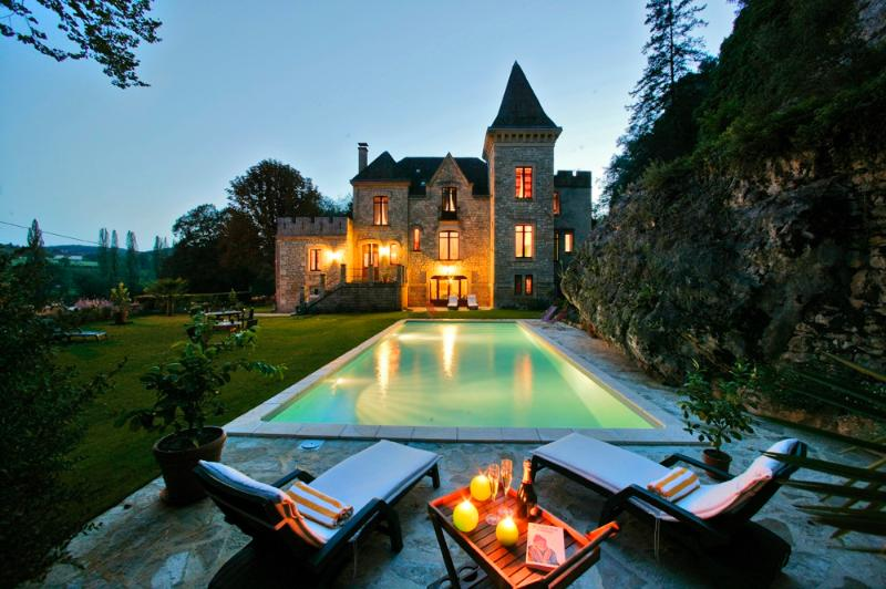 View of shared swimming pool - Beautiful gite & B&B in Chateau,Pool, Overlooking  River - La Roque-Gageac - rentals