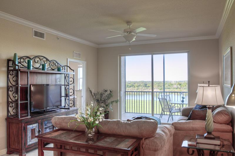 Living Room - New Condo and Free Green Fees in a Beautiful Resort - Bradenton - rentals