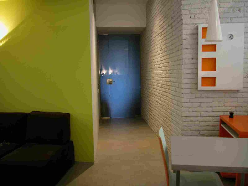 Common area for breakfast, rest and reading... - Double room private bathroom, wi-fi breakfast FREE - Barcelona - rentals