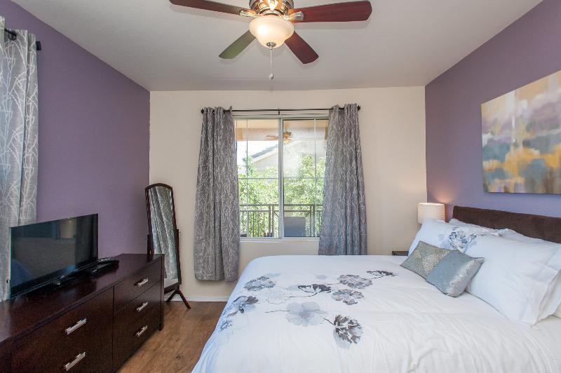 Spacious master bedroom - High Design  Condo in Central Phoenix - Phoenix - rentals