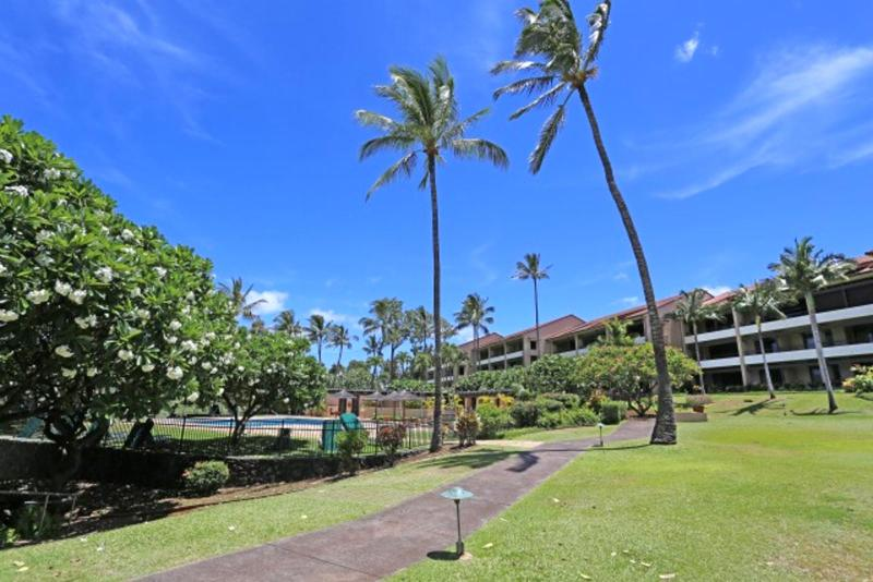 View from lanai towards pool - Kaanapali Royal #KRO-F101 Kaanapali, Maui, Hawaii - Ka'anapali - rentals