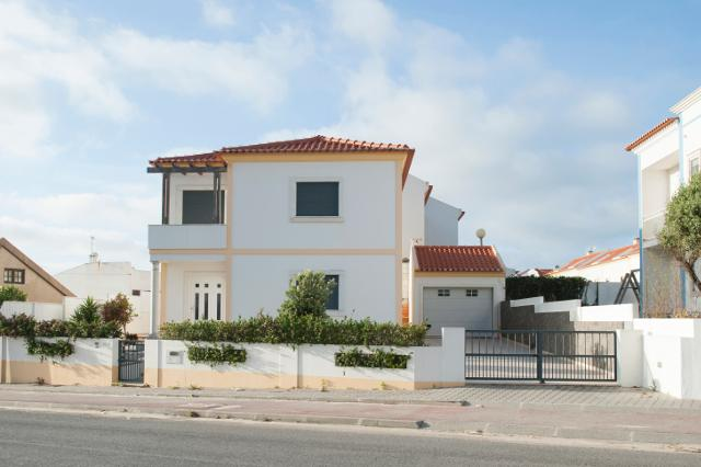 main entrance - Baleal Beach Holiday Villa - The Sun Terrace House - Peniche - rentals
