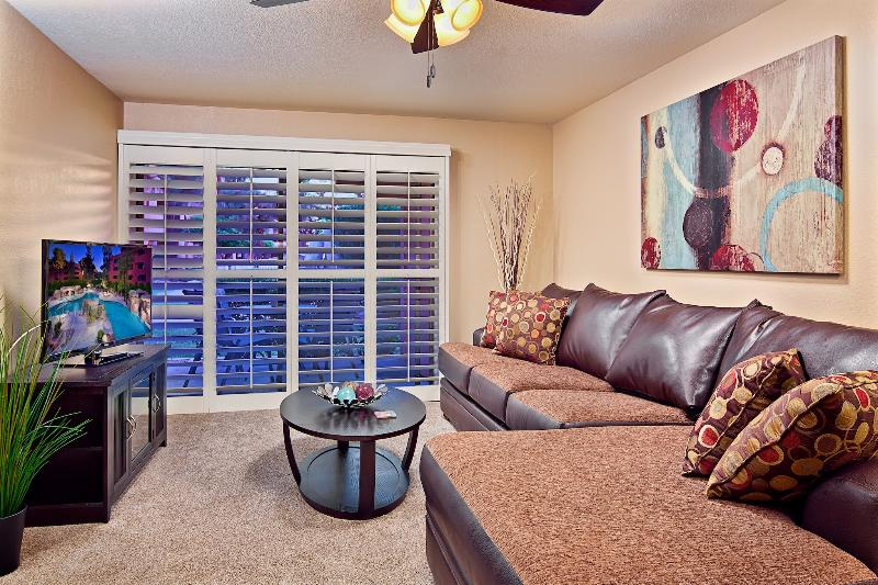 Spacious Living Room with HD TV, BlueRay, Cable, WiFi, Queen Sleeper Sofa! - Last Minute Deal - Best Location - 5 Pools !!! - Phoenix - rentals