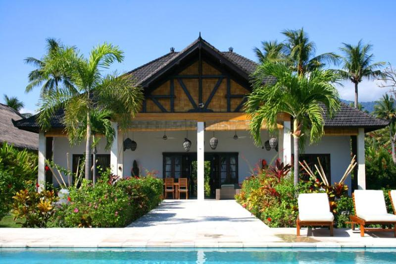 Bali villa Pandu-Luxury pool villa on the beach. - Image 1 - Lovina - rentals