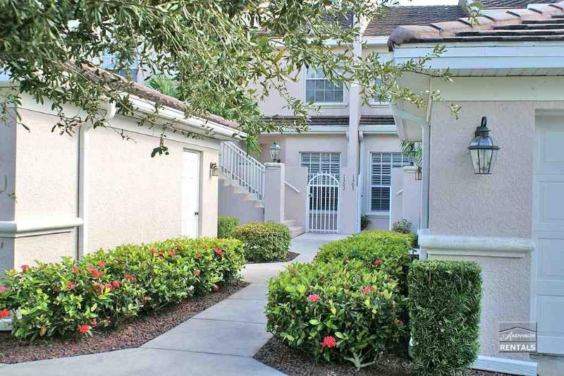 Spacious lakefront coach home with garage - Image 1 - Naples - rentals