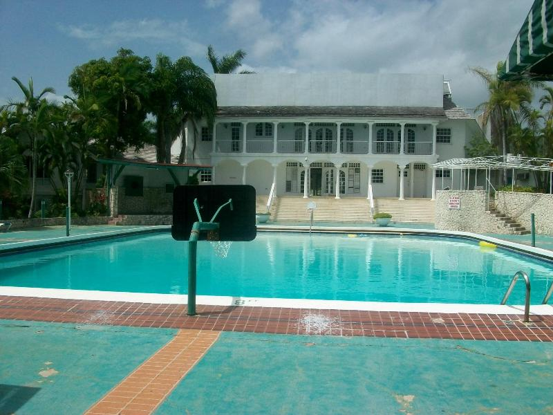 pool - Seacastles  Beach Penthouse  apartment - Montego Bay - rentals