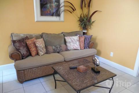 Living Area - The Kissing Fish Cottage - Fort Myers Beach - rentals