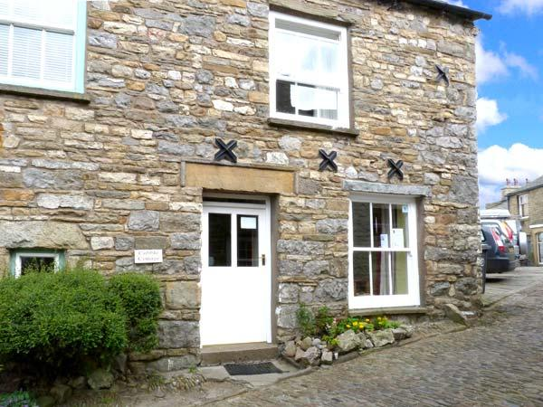 COBBLE COTTAGE, traditional and stone-built, central location, in Dent, Ref 12802 - Image 1 - Dent - rentals
