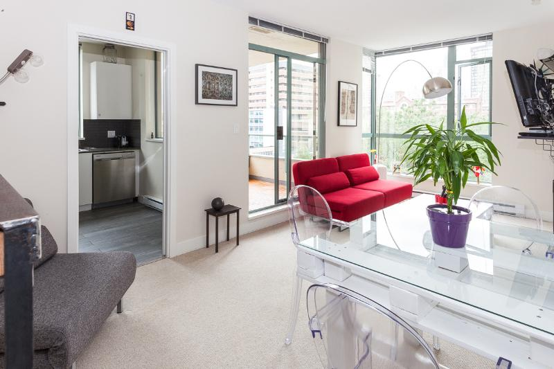UNBEATABLE LOCATION IN DOWNTOWN 1 BD APT - PARKING - Image 1 - Vancouver - rentals