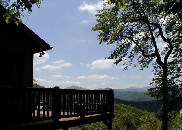 Bridges Cottage a quaint mountain cabin with fantastic views of Grandfather - Image 1 - Blowing Rock - rentals