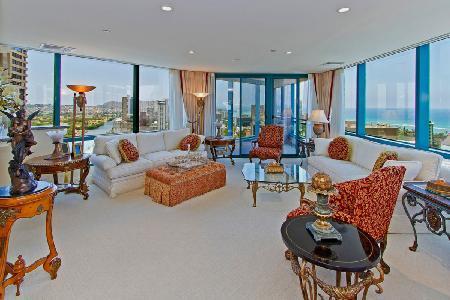 Waikiki Landmark Estate made of penthouse suites & close to beach- Ideal for groups - Image 1 - Waikiki - rentals