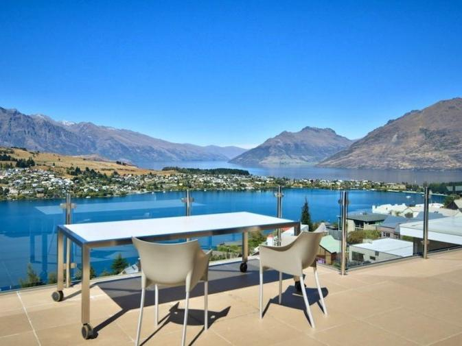 Mountain & Lake Views - Image 1 - Queenstown - rentals