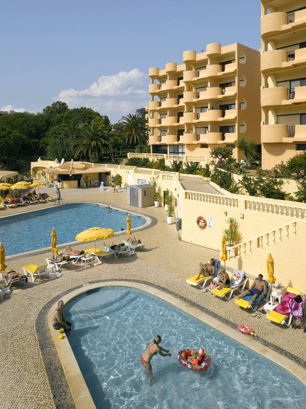 1 BEDROOM APARTMENT FOR 4 WITH DIRECT ACCESS TO FALESIA BEACH - ALBUFEIRA - REF. FM140436 - Image 1 - Olhos de Agua - rentals