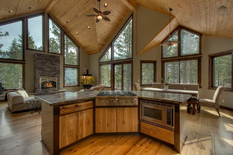 Beautiful, modern mountain architecture at the Gardner Retreat with airy ceilings and open layout - Spacious home featuring back deck, fireplace and foosball table - Gardner Retreat - South Lake Tahoe - rentals