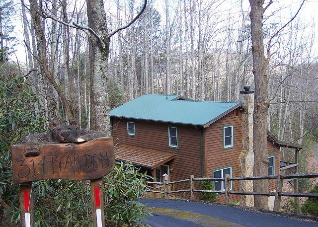 Bearadise is an adorable cabin with a hot tub located off Shulls Mill Road - Image 1 - Boone - rentals
