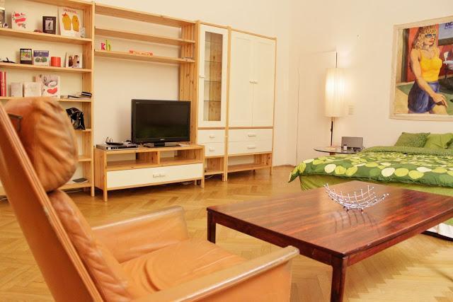 living room - BEST LOCATION + Cheapest in Vienna!! - Vienna - rentals