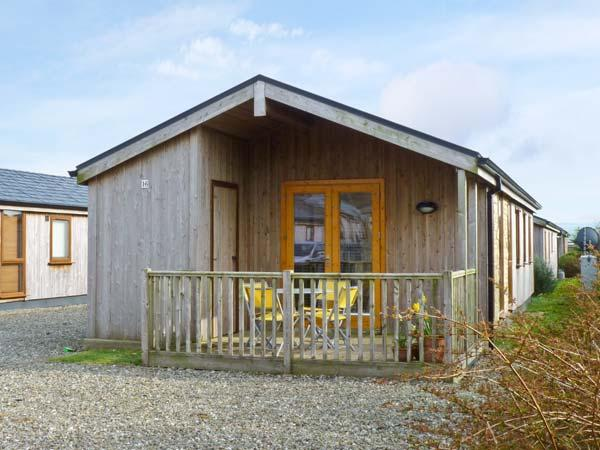 GREENCASTLE COVE CHALET, chalet on holiday park with play area, tennis court and sea close by, in Greencastle, Ref 14006 - Image 1 - Greencastle - rentals