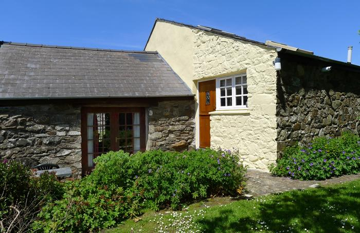 Pet Friendly Holiday Cottage - Ty Uchaf Cottage, Pwllderi, Strumble Head - Image 1 - Pembrokeshire - rentals