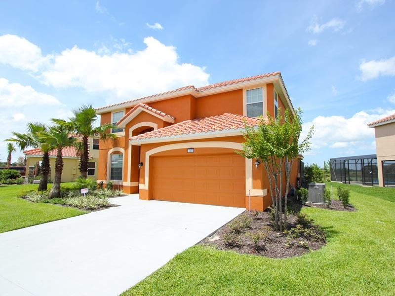 Welcome to Solterra Villa! - *Beautiful lakeside villa w/ SW facing huge pool* - Davenport - rentals