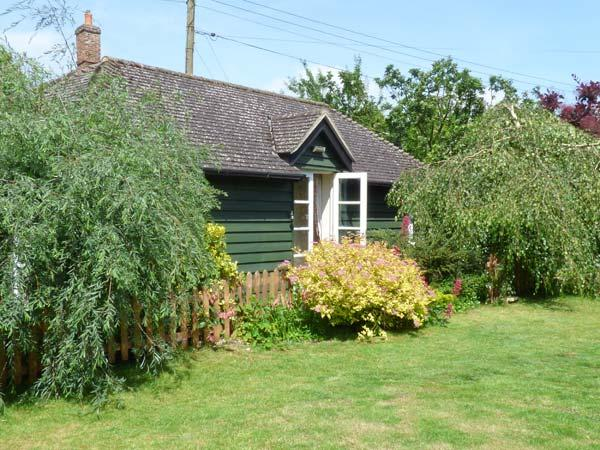 GARDEN RETREAT, all ground floor, en-suite, parking, private terrace with furniture, in Diss, Ref 904156 - Image 1 - East Harling - rentals