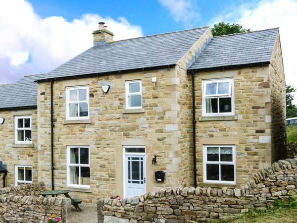 1 SPRINGWATER VIEW, pet-friendly, en-suite facilities, WiFi, woodburner, enclosed garden in Mickleton, Ref. 914093 - Image 1 - Mickleton - rentals