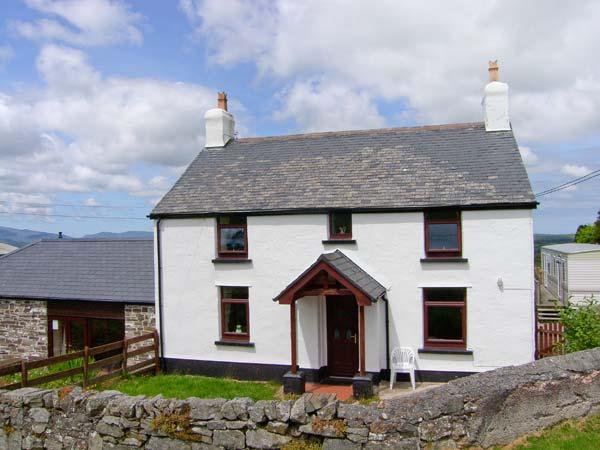 THE OLD FARMHOUSE, WiFi, exposed beams, enclosed patio with furniture, great walking base, Ref 914425 - Image 1 - Llanrwst - rentals