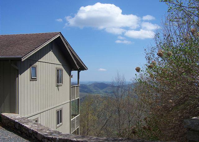 Blissful Vista has breathtaking gorge views, secluded mountain cottage - Image 1 - Blowing Rock - rentals