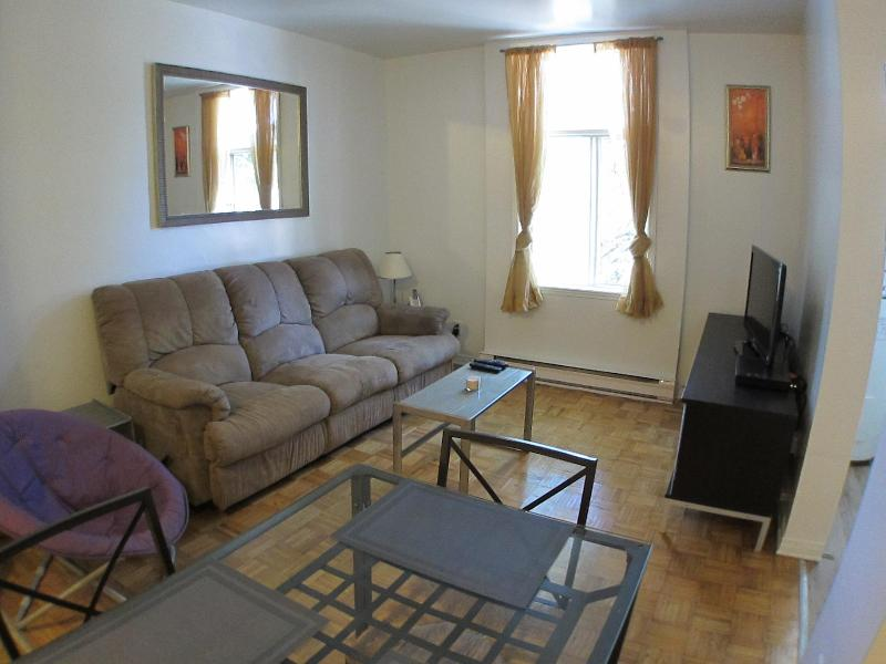The Violet - 2 Beds, 1 Bath - Image 1 - Montreal - rentals