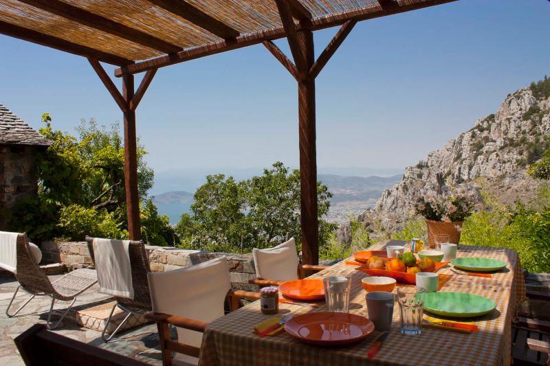 terrace area   day view - Beautiful Stone House in Mount Pelion - Makrinitsa - rentals