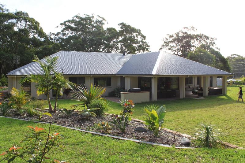 The house from the backyard - Huge Family Home - Port Stephens - rentals