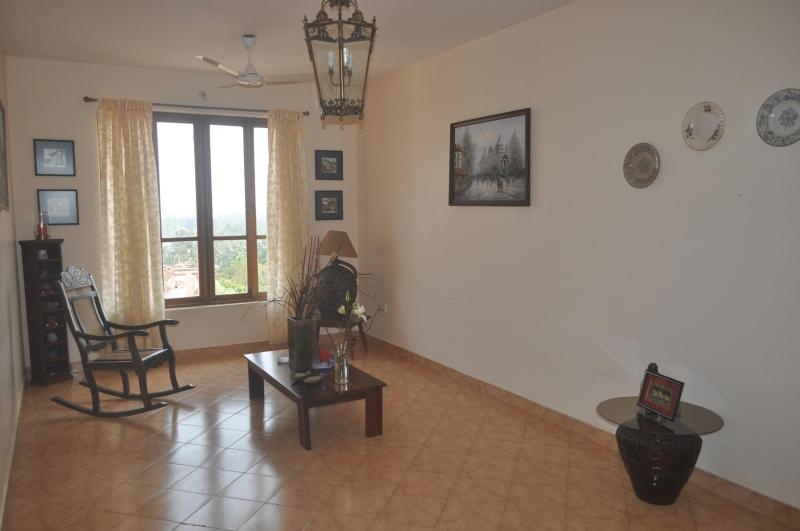 Living Room - Lovely 2BHK apartment with a View at Dona Paula - Goa - rentals