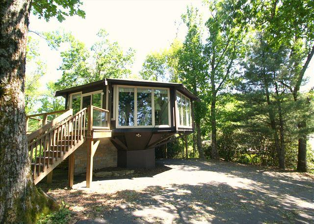"Brown's Hideaway is a round ""tree house"" close to The Blue Ridge Parkway - Image 1 - Boone - rentals"