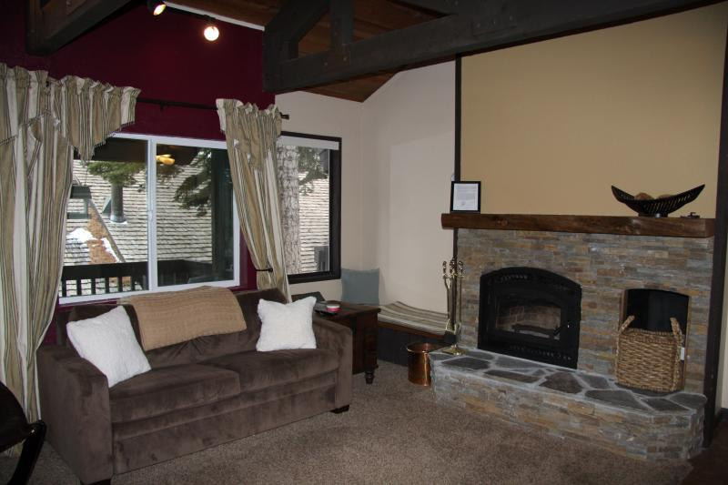 Beautiful brand-new wood-burning fireplace. - Well-equipped Mammoth condo near Eagle Lodge and The Village w/garage, wi-fi - Mammoth Lakes - rentals