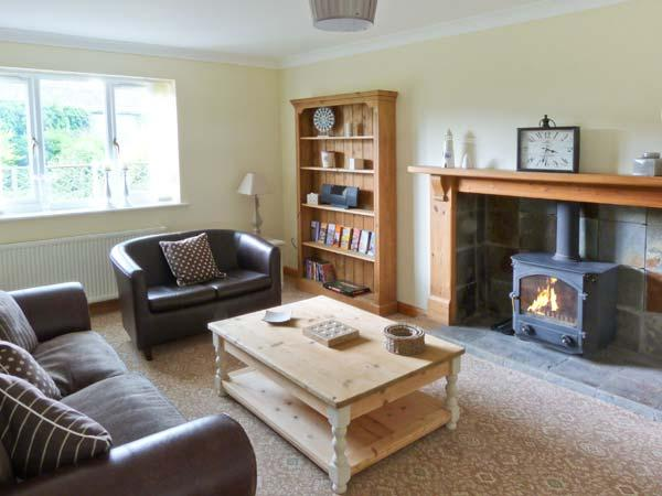 FIELD HOUSE FARM COTTAGE, brick-built, woodburner, pet-friendly, surrounded by countryside, in Hunmanby, Ref 915071 - Image 1 - Hunmanby - rentals