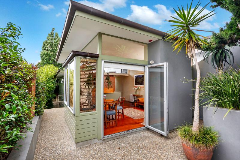 """""""Clifton Guest Cottage"""" - Image 1 - Takapuna - rentals"""