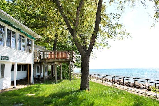 Vashmars Front yard with deck - Vashmar- Lots of windows and sunshine looking over Lake Michigan. - South Haven - rentals