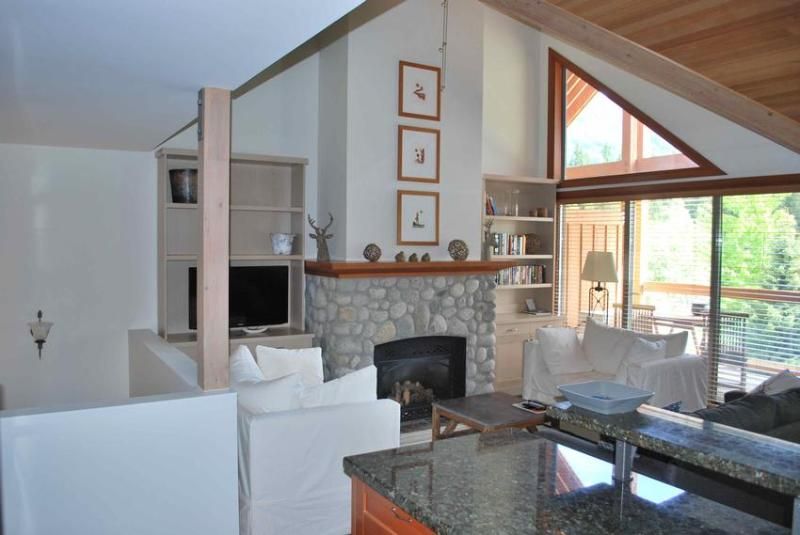 Living Area - Casabella Luxury - Whistler - rentals