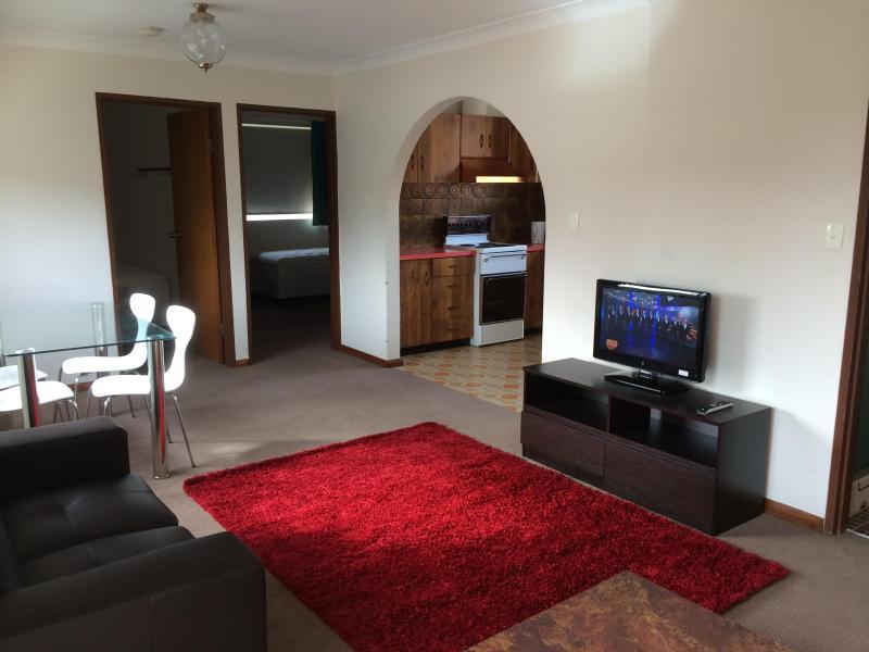 Lounge - Unit 4 (33Gippsland) - Great Value - Jindabyne - rentals