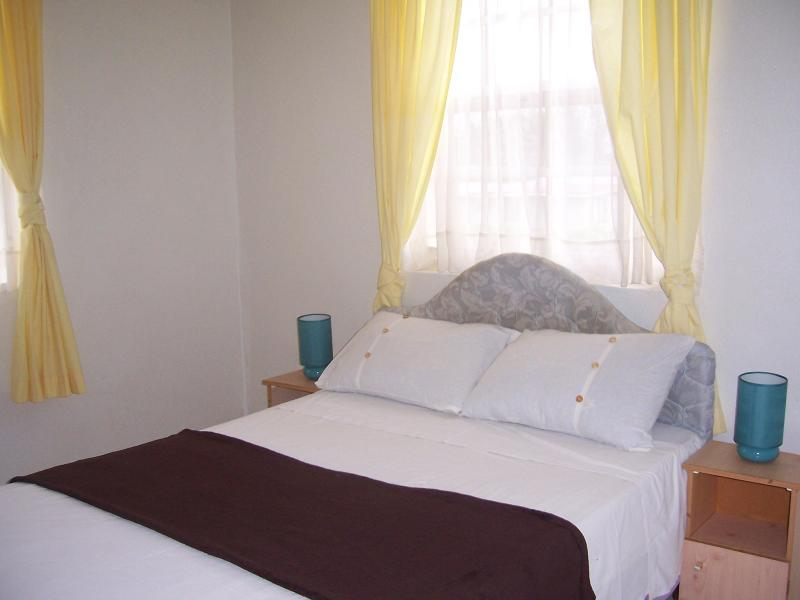 Master Bedroom - Marrinton Breeze Large 3 Bed Apt nr Worthing Beach - Worthing - rentals