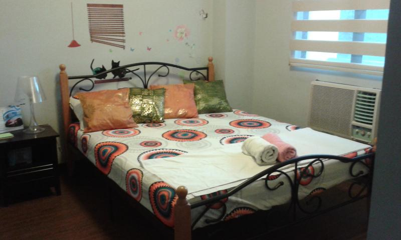 Queen Sized Bed - Condo near Terminal 3 and Resorts World Casino - Philippines - rentals