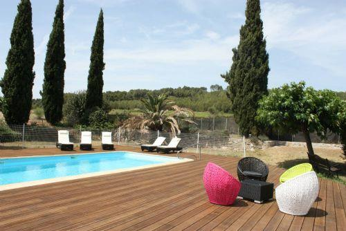 The pool with sunloungers, heated in May, June, September and October. - Mas de Thau - Syrah - Family friendly gite for 4 g - Montagnac - rentals