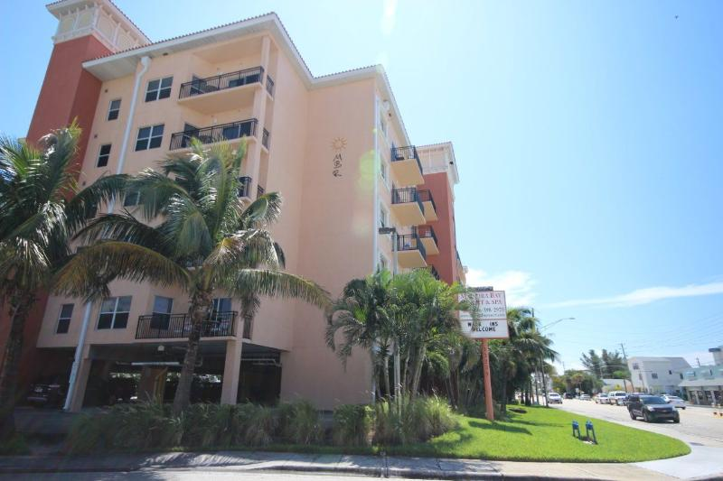 Exterior - Imagine your dream Florida vacation! - Madeira Beach - rentals
